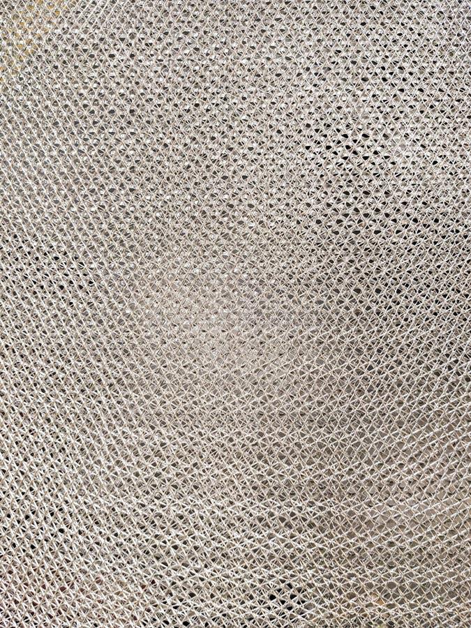Maglia con i piccoli fori, colore d'argento, filamenti di alluminio intreccianti di produzione del metallo fotografie stock libere da diritti