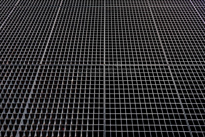 Maglia del metallo Priorità bassa metallica Maglia metallica con i fori quadrati immagini stock libere da diritti