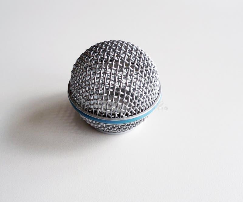 Maglia metallica rotonda sul microfono immagini stock