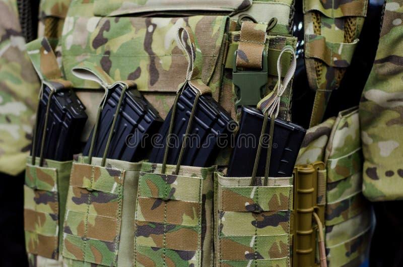 Maglia militare con munizioni fotografia stock libera da diritti
