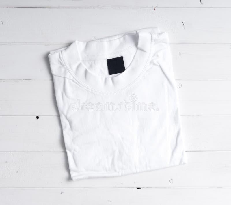 Maglietta bianca piegata fotografie stock libere da diritti