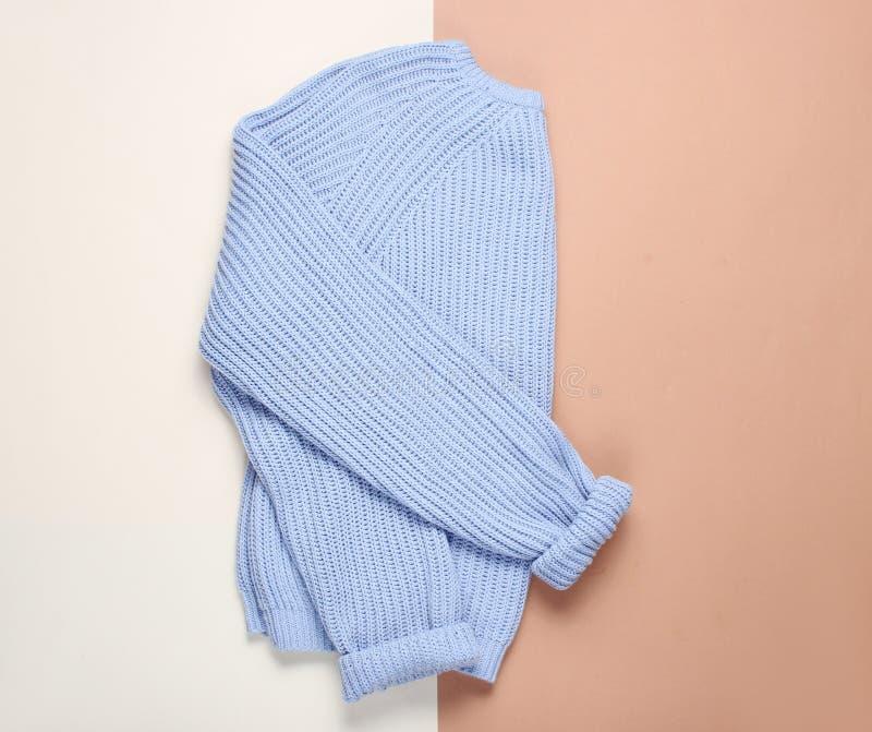 Maglione blu femminile fotografie stock libere da diritti