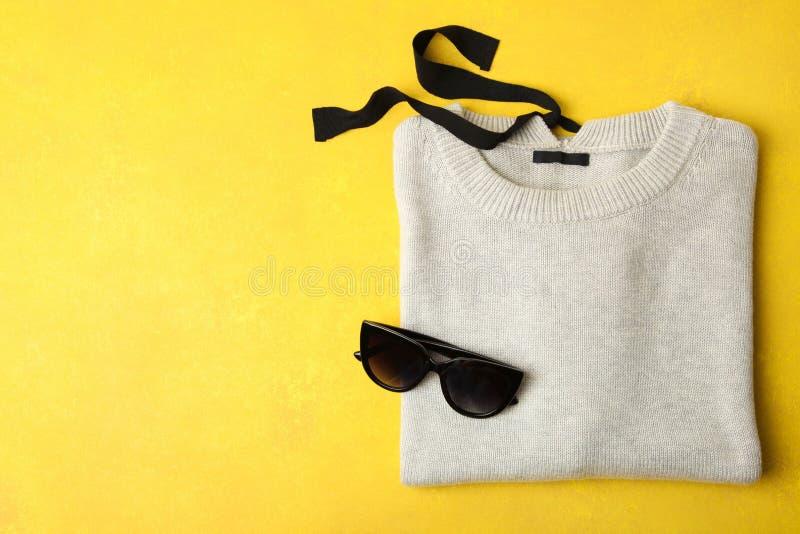 Maglione grigio caldo fotografia stock