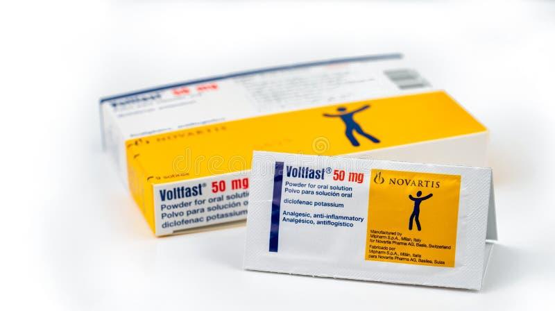 Magnésio de Voltfast 50 Produto do potássio de Diclofenac de Novartis Manufaturado por Mipharm, Itália para Novatis Pharma, Suíça fotos de stock