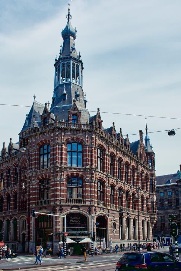 Magna Plaza köpcentrum i Amsterdam, Nederländerna royaltyfri fotografi