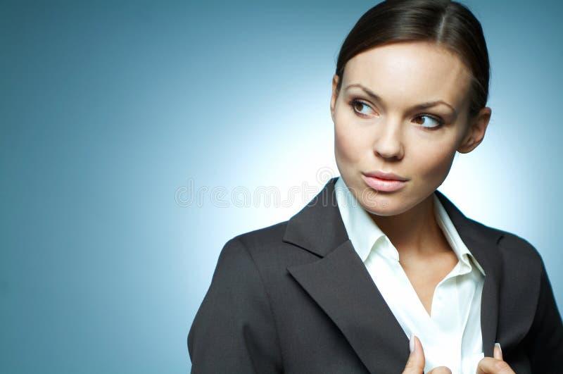 Magnesio atractivo de la mujer de negocios. imagen de archivo