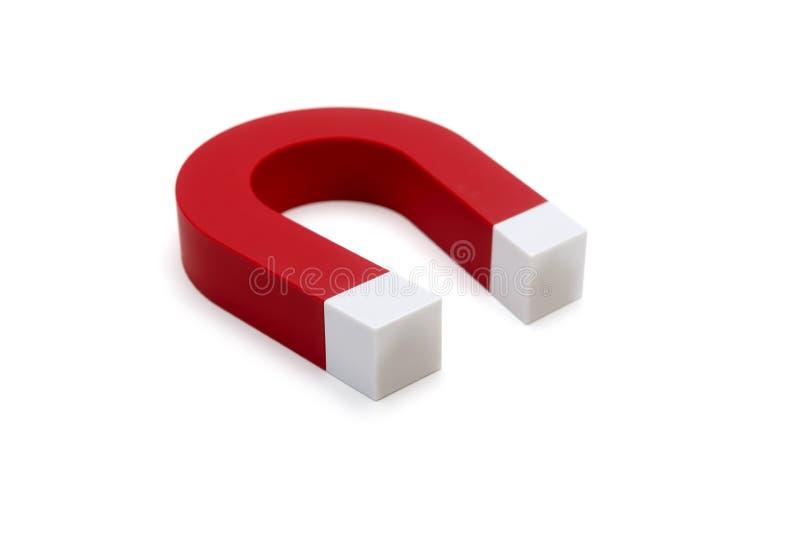 Magnet-Hufeisen Rote Farbe Getrennt auf weißem Hintergrund stockbild