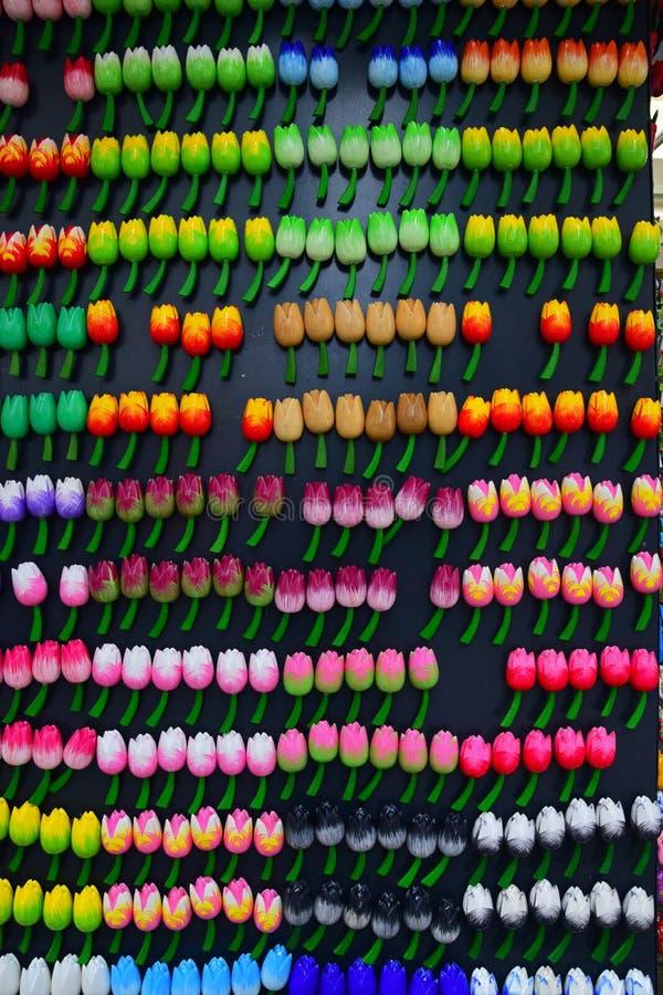Magnete Colourful del frigorifero nella forma e nella progettazione del tulipano fotografia stock libera da diritti