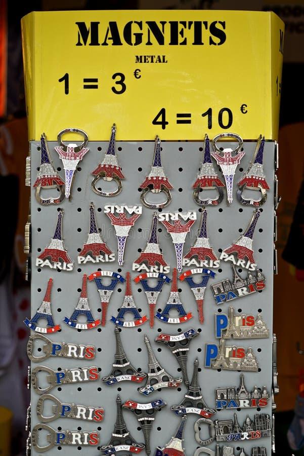 Magneten in Paris lizenzfreies stockbild