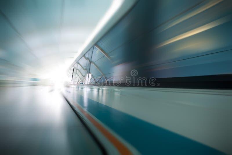 Magnetische levitatietrein stock fotografie
