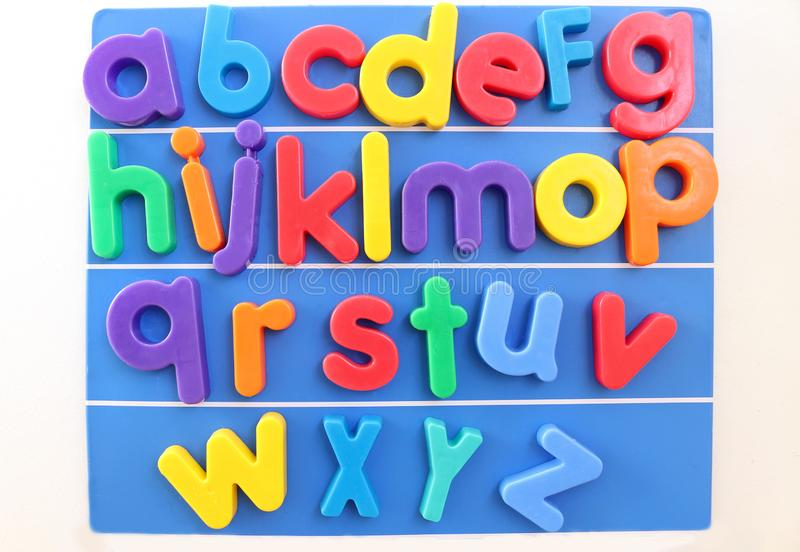 Magnetische Plastikalphabet-Buchstaben stockbild