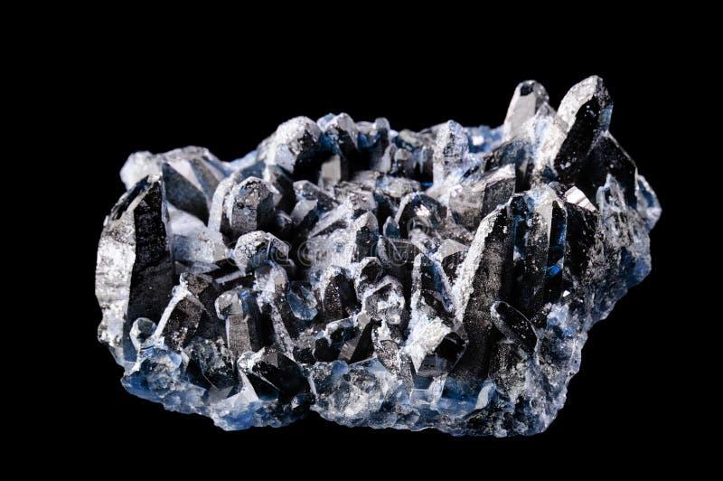 Magnetit-Mineral getrennt auf Schwarzem lizenzfreie stockbilder