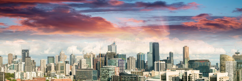 Magnificence d'horizon de Melbourne Vue panoramique de ville au coucher du soleil image libre de droits