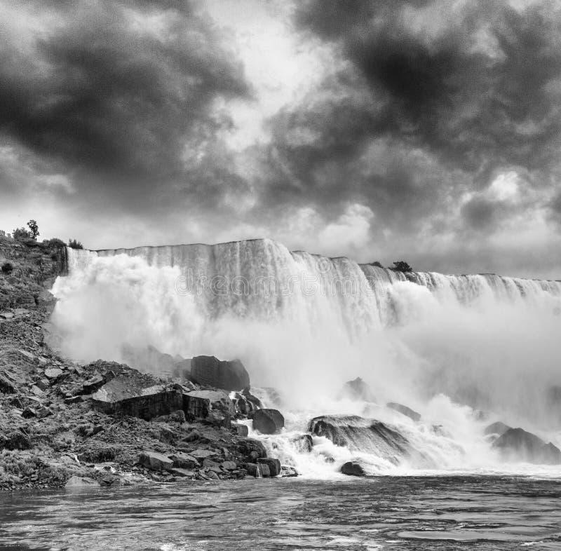 Magnificence des chutes du Niagara Couleurs merveilleuses de nature photo stock