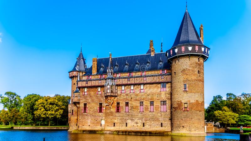 Magnificent Castle De Haar rodeado por una fosa, una reconstrucción del siglo XIV del castillo totalmente en los fin del siglo XI fotos de archivo libres de regalías