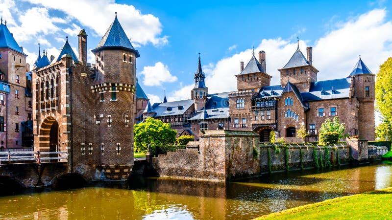 Magnificent Castle De Haar rodeado por una fosa, una reconstrucción del siglo XIV del castillo totalmente en los fin del siglo XI imagen de archivo libre de regalías