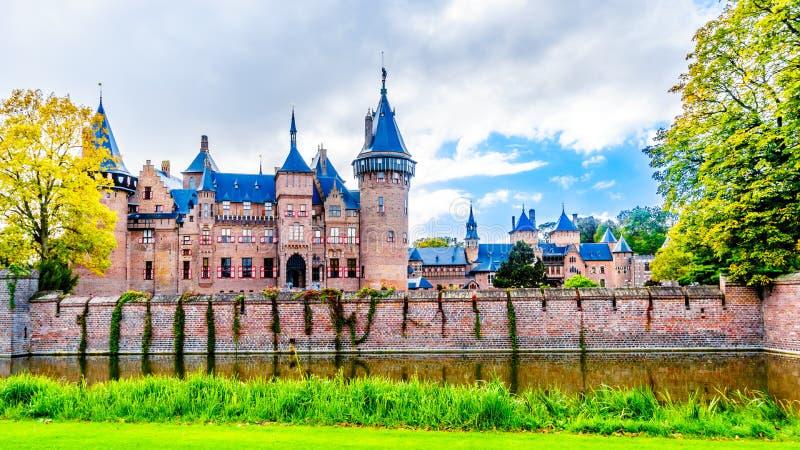 Magnificent Castle De Haar rodeado por una fosa y jardines hermosos Un castillo del siglo XIV y restaurado en los fin del siglo X fotografía de archivo libre de regalías