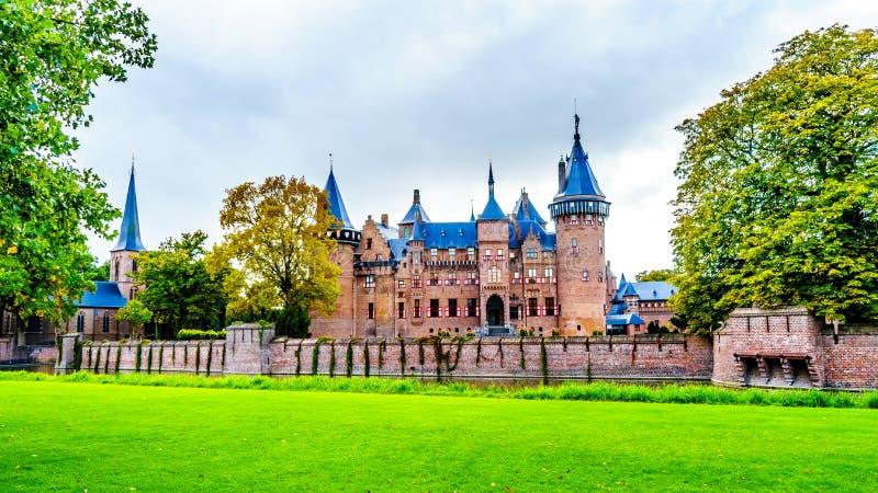 Magnificent Castle De Haar rodeado por una fosa y jardines hermosos Un castillo del siglo XIV y restaurado en los fin del siglo X foto de archivo libre de regalías