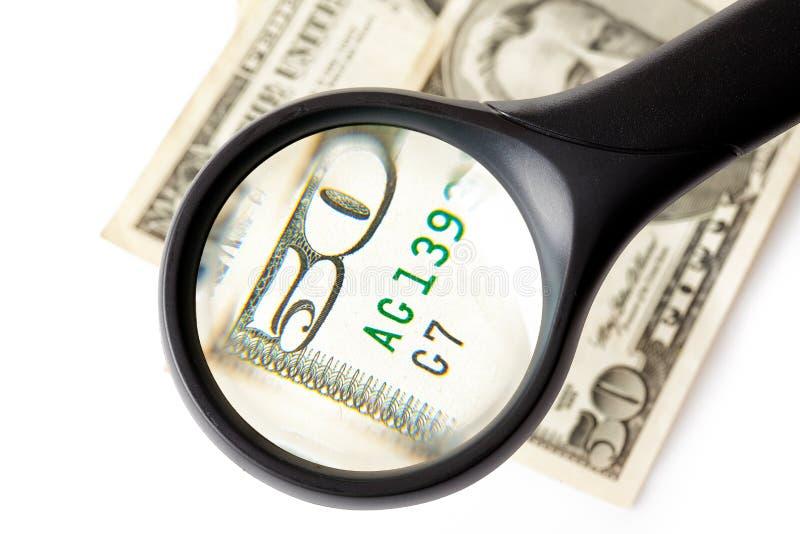 Magnifier e dinheiro foto de stock royalty free
