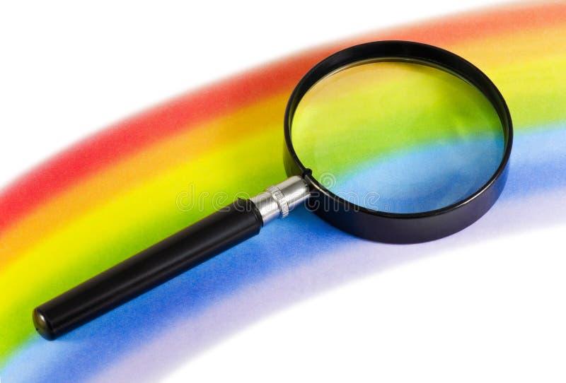 Magnifier em um arco-íris fotografia de stock