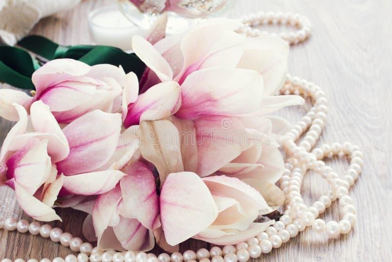 Magnolia kwitnie z perłami obrazy royalty free