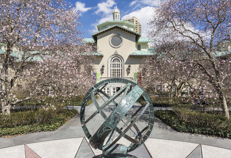 Magnolia Plaza Sundial. The magnolia plaza sundial, with the Laboratory Building library in the Brooklyn Botanic Gardens in Crown Heights, Brooklyn, New York stock photos