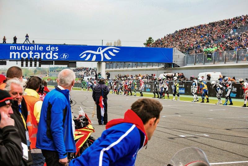 MAGNY-COURS/ΓΑΛΛΊΑ - 20 ΑΠΡΙΛΊΟΥ 2013: Οι οδηγοί στο Le Mans αρχίζουν στοκ εικόνα με δικαίωμα ελεύθερης χρήσης