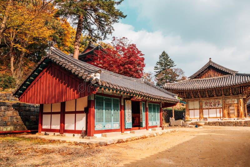 Magoksa-Tempel mit Ahorn in Gongju, Korea stockfoto