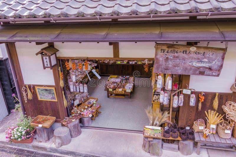 MAGOME, JAPÓN - 18 DE SEPTIEMBRE DE 2017: Tiendas y tienda tradicionales imagenes de archivo