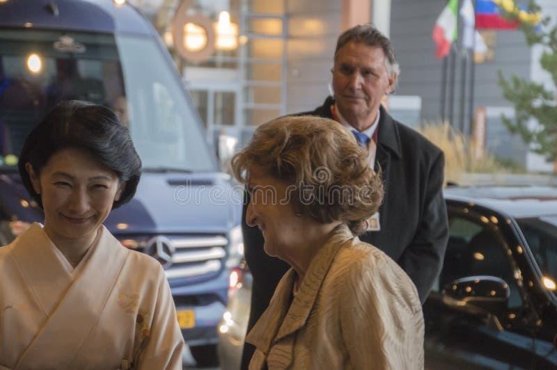 Magriet公主和秋筱宫At The World公主论坛小室Haag 对世界会议的仪式关于对抗TB的2018年 免版税库存图片