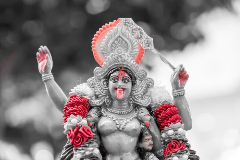 Maha Kali: A deusa da posse da estátua de Hindusim a cabeça do asur foto de stock