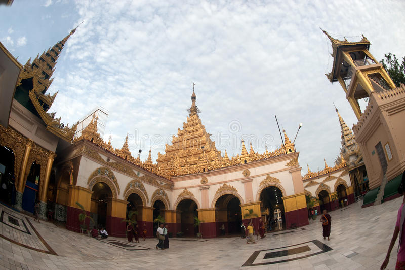 Maha Muni pagoda w Mandalay mieście, Myanmar obraz stock