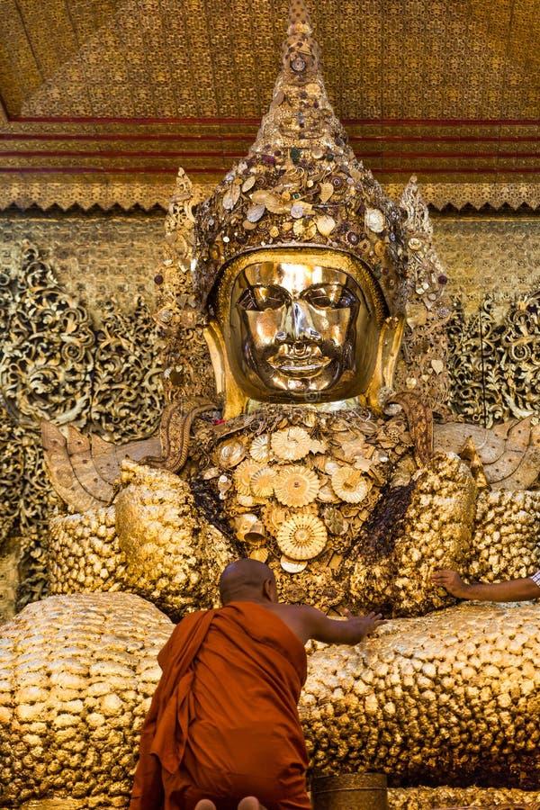 Maha Myat Muni Mandalay Pagodowy miasto Myanmar zdjęcia royalty free