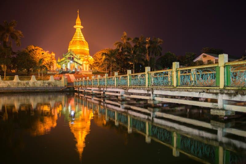 Maha Wizaya Paya blisko Shwedagon Paya, Yangoon, Myanmar obraz stock