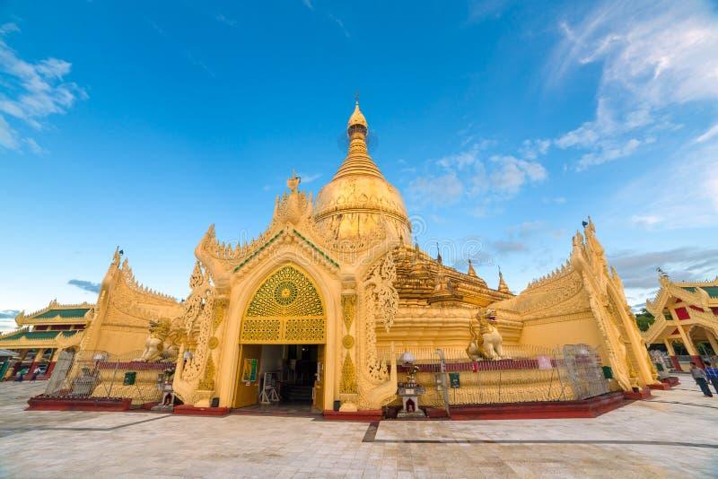 Maha Wizaya Paya, vicino alla pagoda di Shwedagon, Yangoon, Myanmar fotografie stock