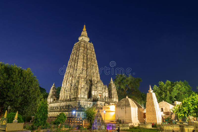 Mahabodhitempel bij nacht, bodh gaya, India De plaats waar Gautam Buddha verlichting bereikte royalty-vrije stock foto's