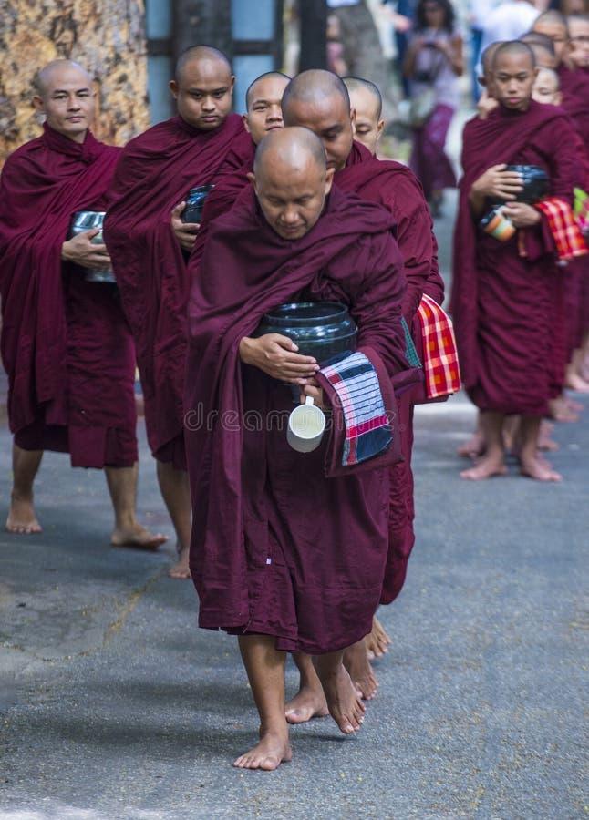 Mahagandayon修道院的缅甸修士 免版税库存照片