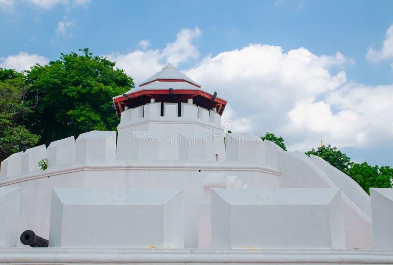 mahakan堡垒是八角型在形状和在三,保卫老被围住的城市两座生存城堡的之第一级 库存照片