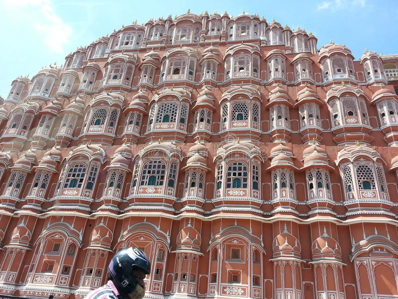Mahal Hawa is het paleis in Jaipur, India gemaakt met het rode en roze zandsteen royalty-vrije stock foto's