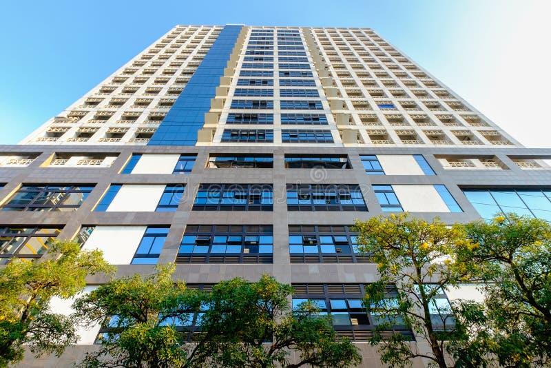 Download Mahamakut大厦底视图在朱拉隆功大学 编辑类照片. 图片 包括有 建筑师, 布琼布拉, 泰国, 大学 - 72355026