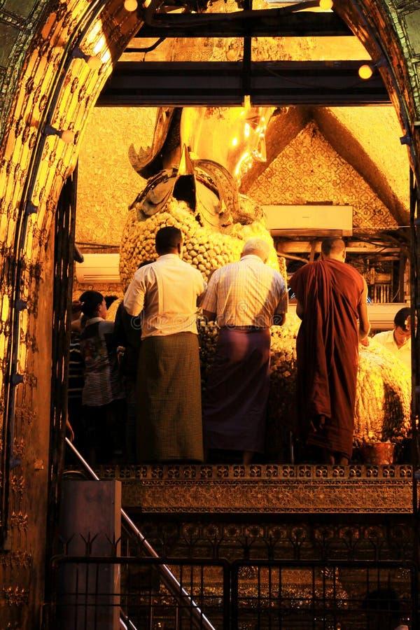Mahamuni菩萨寺庙Mahamuni图象,曼德勒,缅甸 免版税库存照片