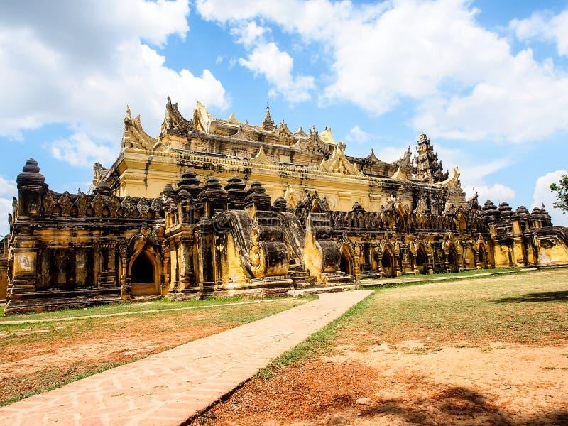 Mahar Aung Mye Bon San kloster, den forntida kloster i Inwa, Mandalay, Myanmar 4 royaltyfria bilder