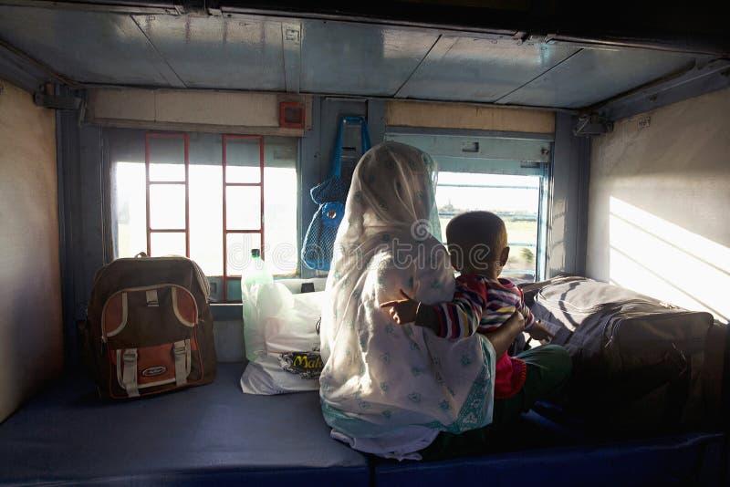 MAHARASHTRA, INDE, janvier 2005, passagers à l'intérieur d'un train photos libres de droits