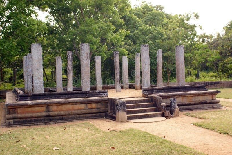 mahasenaen nära slott fördärvar s royaltyfria bilder