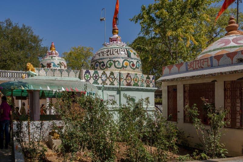 Mahashivratri-Dekoration auf altem shiva Tempel Kukadia IDAR Sabarkantha GUJARAT stockfotografie