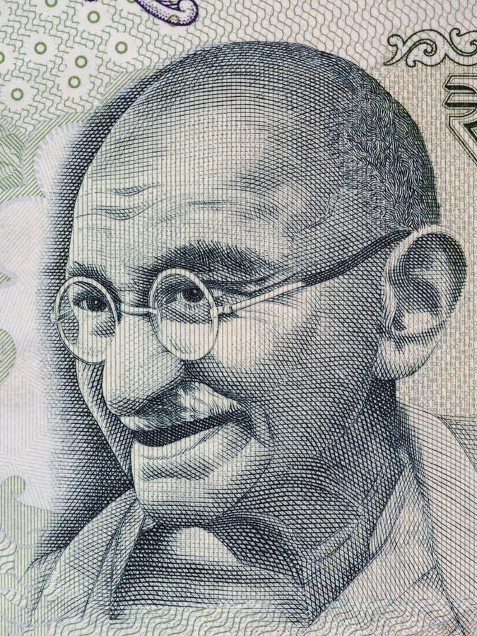 Mahatma Gandhi stående på indier 100 rupie sedelmakro, Indi royaltyfri bild