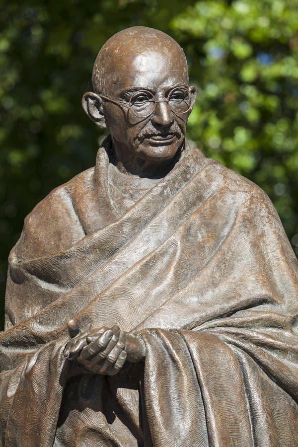 Mahatma Gandhi staty i London royaltyfri foto