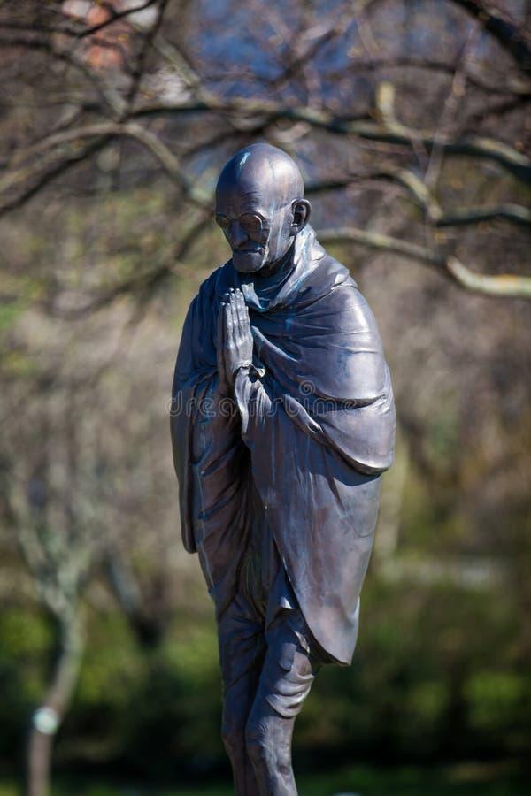 Mahatma Gandhi staty på trädgården av filosofi som lokaliseras på den Gellert kullen i Budapest royaltyfria foton
