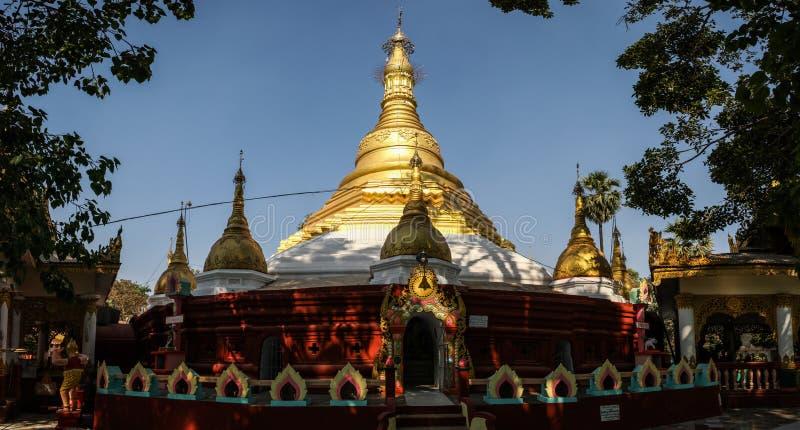 Mahazedipagode onder de middagzon, Bago, Bago-gebied, Myanmar royalty-vrije stock foto's