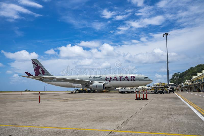 MAHE, SEYCHELLES - 4 OCTOBRE 2018 : Avion de Qatar Airways à l'aéroport de Mahe en Seychelles Qatar Airways est inclus dans la li photographie stock libre de droits